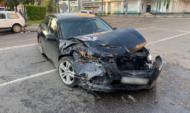Машина после аварии.