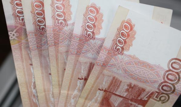 Купюры в 5 тысяч рублей.