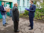 Владимир Нетёсов поздравил ветерана с юбилеем Победы.