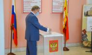 Сергей Лукин принял участие в голосовании.