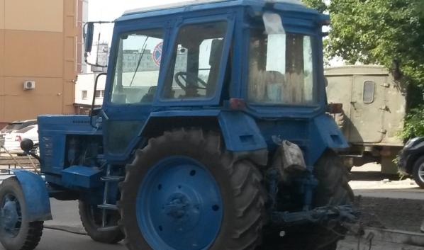 Горел трактор.