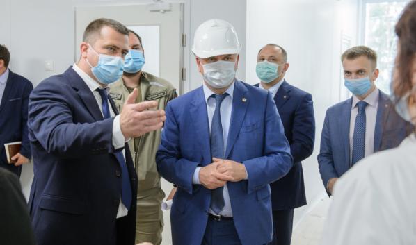 Глава облздрава предложил губернатору построить новый корпус больницы.