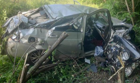 Водитель авто погиб, двое пострадали.