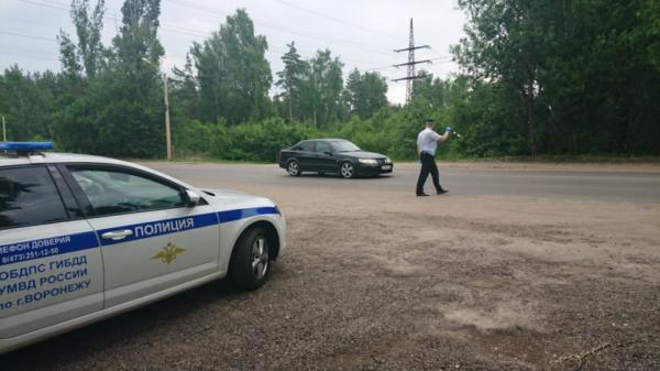 Полицейские догнали и остановили автобус, в котором парень забыл телефон.