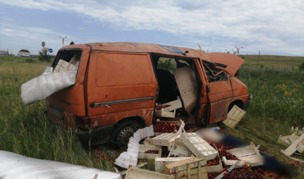 Водитель иномарки скончался до приезда врачей.