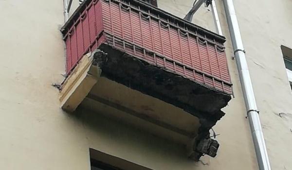 Балкон после обрушения опоры.