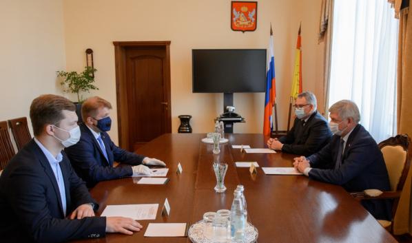 Александр Гусев встретился с замглавы Рособрнадзора Борисом Чернышовым.