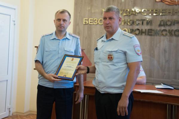 Глава регионального ГИБДД наградил инспекторов ДПС.