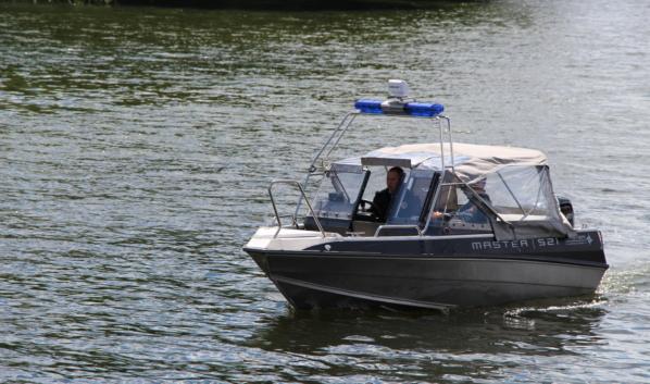 Сотрудники ГИМС отбуксировали оба катера.