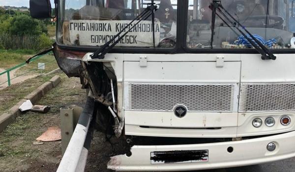 Автобус после ДТП в Грибановском районе.
