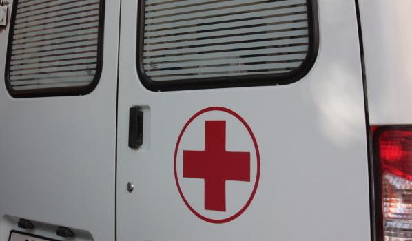 Девушка погибла, а мужчину и женщину забрали в больницу.