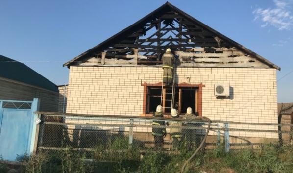 Крыша дома обрушилась.
