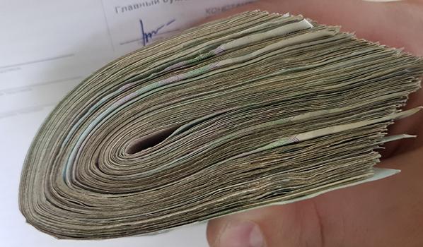 У пенсионерки украли 100 тысяч рублей.