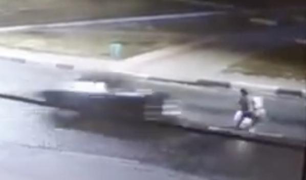 Легковушка сбила коляску с ребенком.