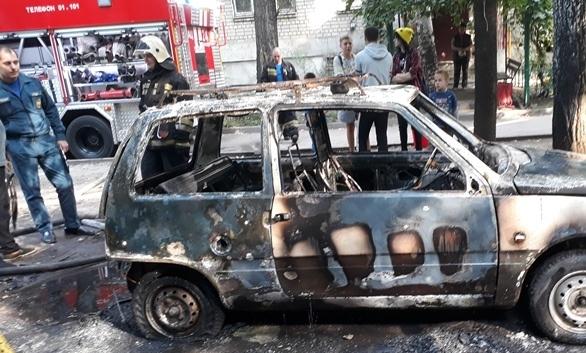 Автомобиль полностью сгорел.