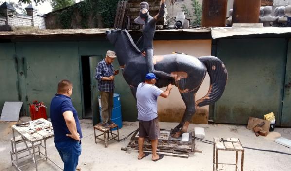 Скульптура «Орлёнка».