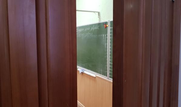 Несколько классов сейчас занимаются дистанционно.