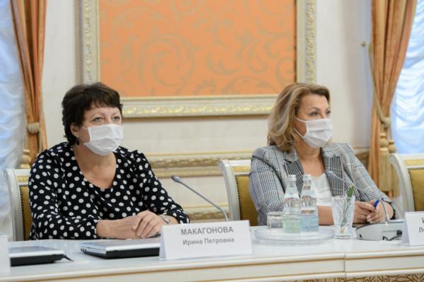 Губернатор Александр Гусев встретился с лидерами общественного мнения.