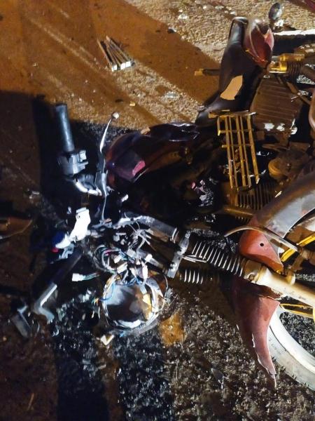 Легковушка столкнулась с мотоциклом.