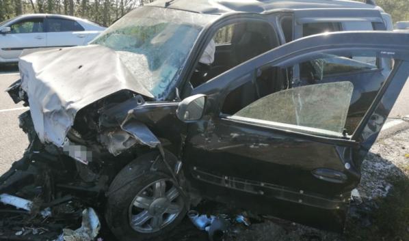Водитель и пассажир отечественного авто погибли.