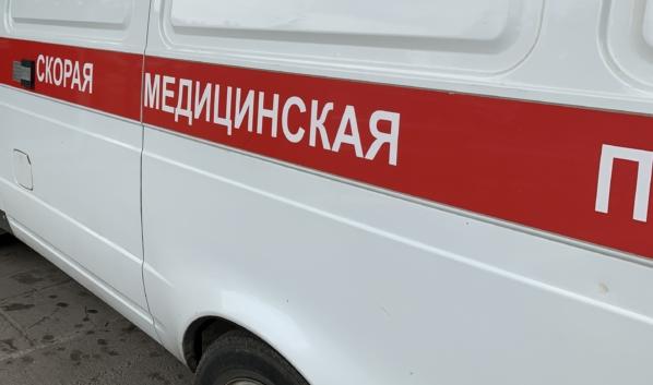 Водитель легковушки погиб, а водитель грузовика попал в больницу.