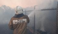 Спасатели тушат пожары.