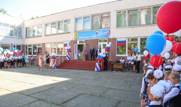 Линейка в школе №83 в Воронеже.