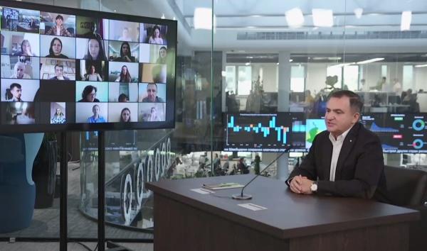 Лев Хасис на пресс-конференции.