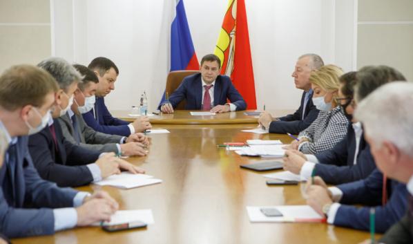 Владимир Нетёсов на встрече с председателями комитетов.