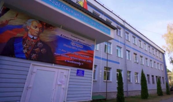 Депутат Госдумы решает проблемы сомовской кадетской школы им. Суворова.