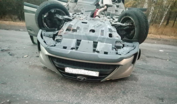 Lexus перевернулся.