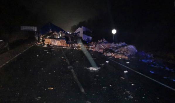 В аварии погиб один человек, а десять попали в больницу.