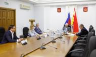 Депутаты парламента встретились с главой регионального департамента образования.