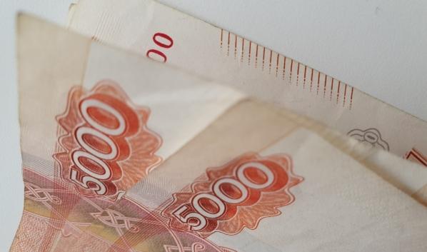 Грабитель потребовал 20 тысяч рублей.