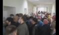 Толпа штурмует кабинеты в поликлинике.