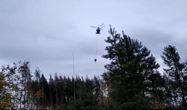 Пожары тушат при помощи вертолета и самолетов.