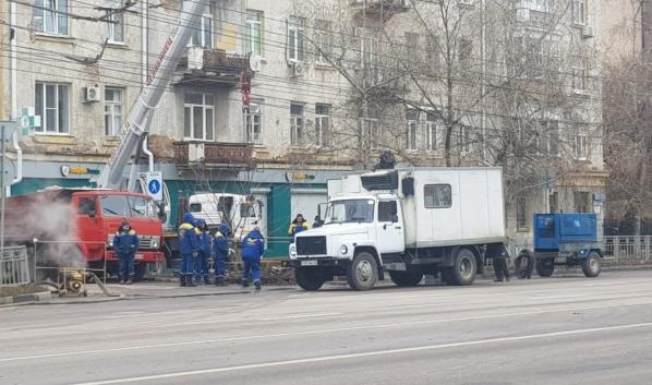 Рабочие приступили к ремонту.