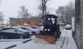 Техника убирает дворы от снега.