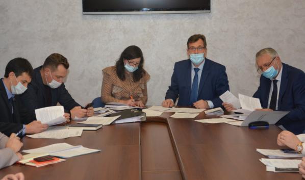 На заседании профильной комиссии горДумы.
