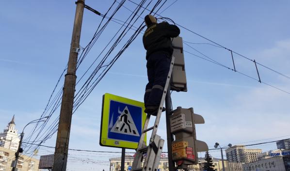 Скандал случился вокруг установки умных светофоров в Воронеже.