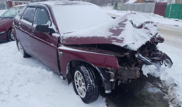 Водитель и пассажир авто попали в больницу.