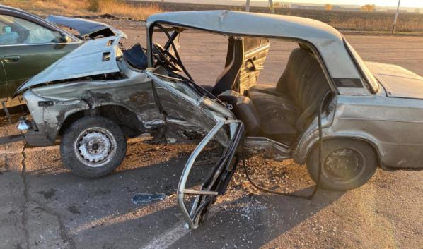 Пострадали водитель и пассажиры ВАЗ-21061.