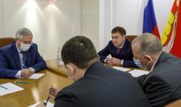 Рабочую встречу провел Владимир Нетёсов.