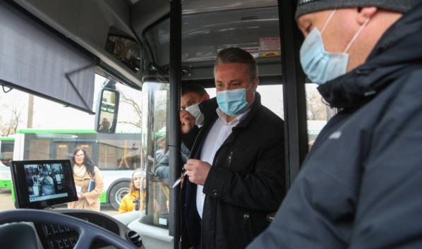 Вадим Кстенин осмотрел новые автобусы.