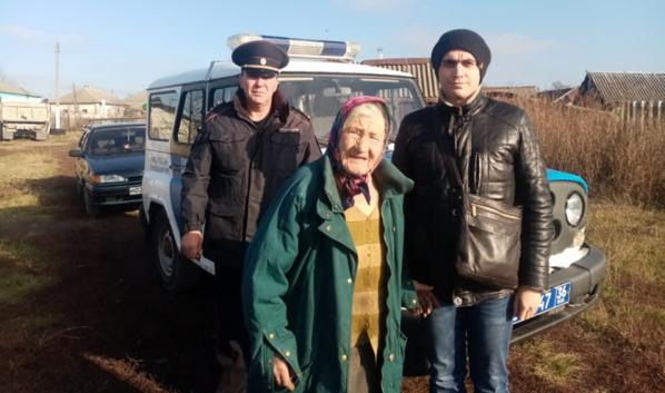 Полицейские нашли пенсионерку.