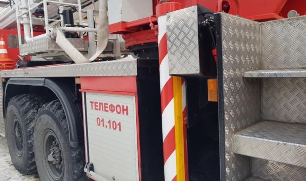 С огнем боролись два пожарных отделения.