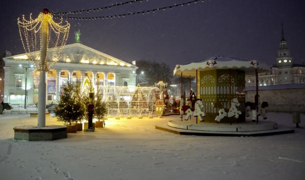 Предновогодняя площадь Ленина.