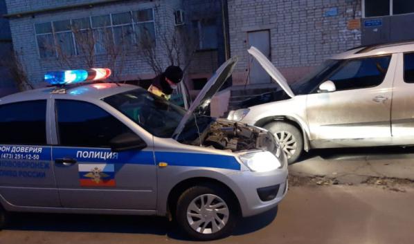 Гаишники помогли автовладельцу.