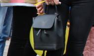 У женщины отняли рюкзак.