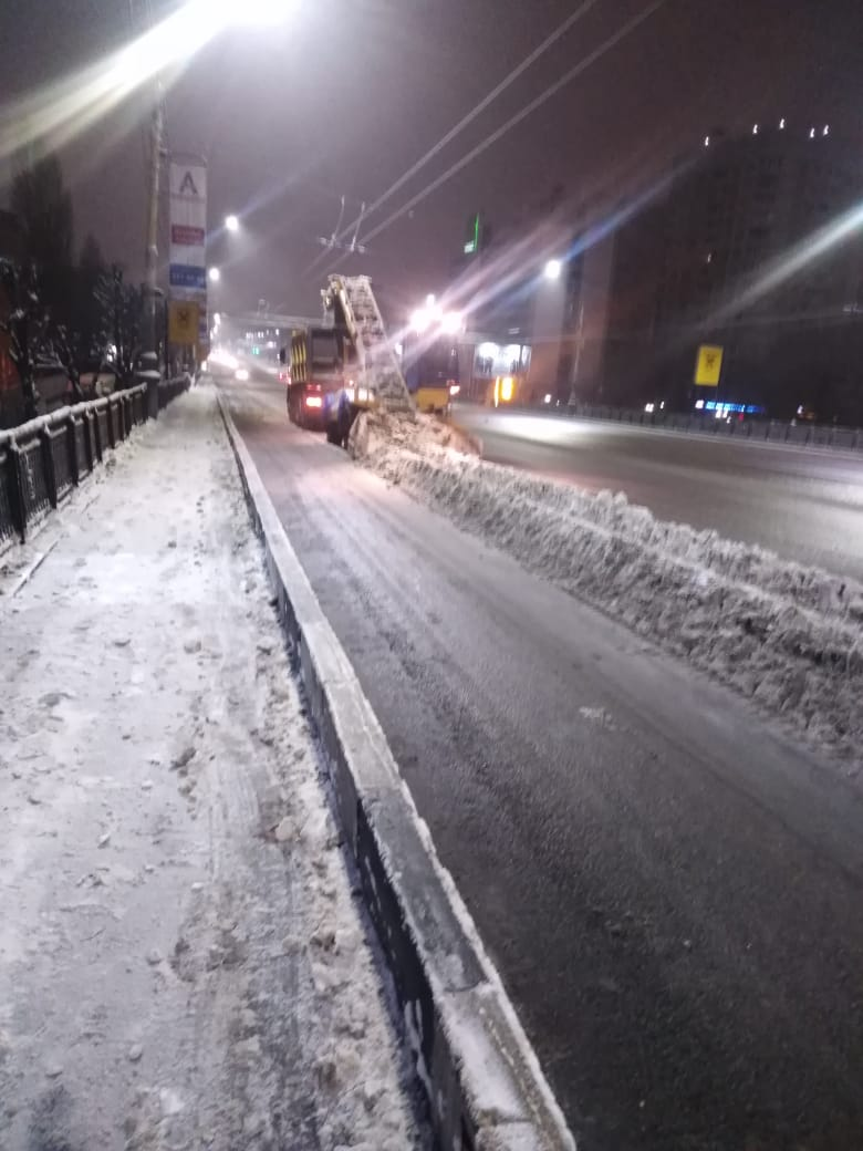 Как с улиц Воронежа вывозили снег.